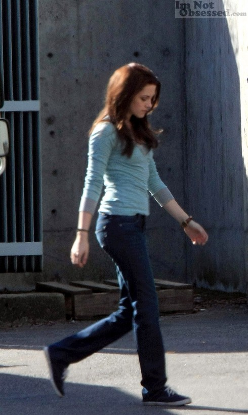 Rob and Kristen On The New Moon Set (March 16, 2009) » Kristen Stewart